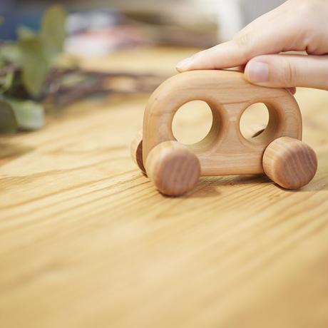ブップ(木の車のおもちゃ)