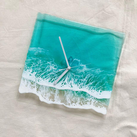 Clear Ocean Clock (Emerald)