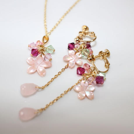 桜のイヤリングとプチネックレスのセット