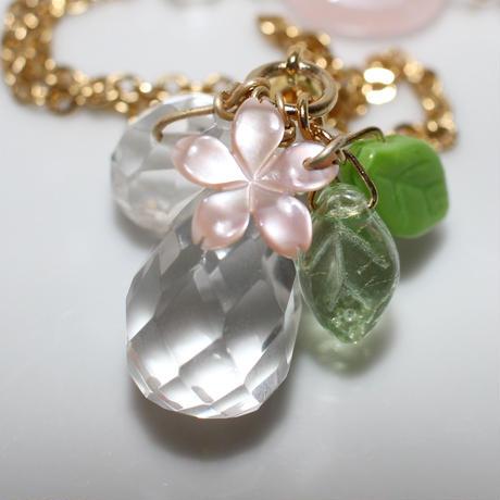 寒桜のロングネックレス