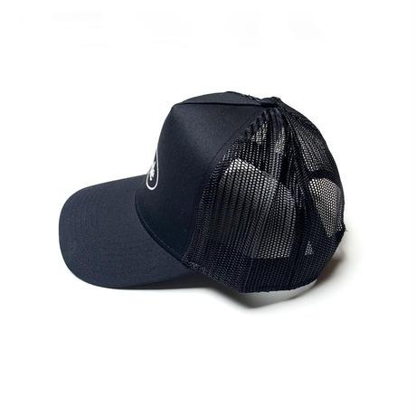 SIMPLE OVAL TRUCKER HAT BLACK