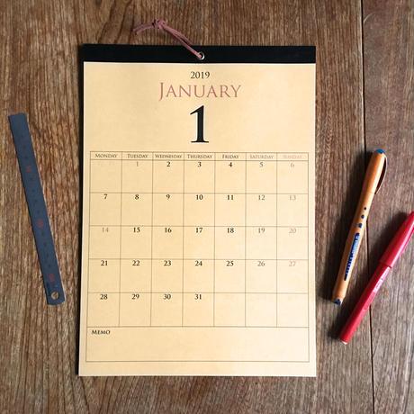 *2019年 壁掛けカレンダー お好きな月から1年*ライトブラウン/A4/ブラックテープ