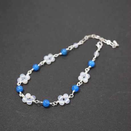 「青と白の小花のブレスレット・マリンブルーアパタイトとミルキークォーツ」清楚で爽やかなイメージのブレスレットです♪[RA06]