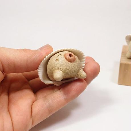 「うみひこ君」土ぼっくりの赤ちゃんが海に遊びに行きました♪貝殻の帽子がキュート♪