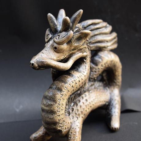 「龍」。厳しくも優しい表情と生命力のあるうねりをご覧ください。