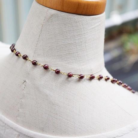 「ガーネットとグレームーンストーンのロングネックレス」カラーの切り替えで使い勝手が広がるおしゃれネックレス[RA01]