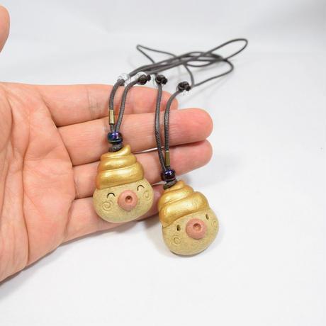 「金うんたま君コードネックレス」長さ調整が自由にできます。金うんを身に着けるってなもんで(笑)。