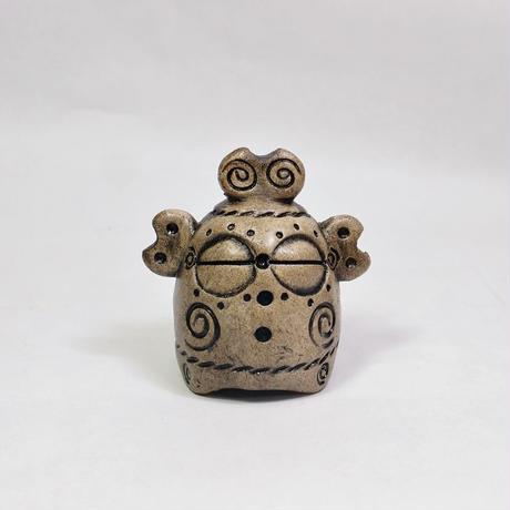 縄文風小型土偶「どぐうぼっこ君」。遮光器土偶をギューッっとシンプルに圧縮しちゃいました