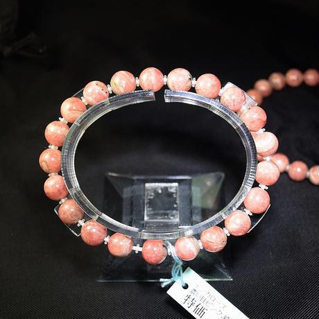 「インカローズ(ロードクロサイト)・珠径8.5mm・腕サイズ15/16cm」鮮やかなピンクに、グレーのマンガン鉱が混じった表情のあるタイプです♪