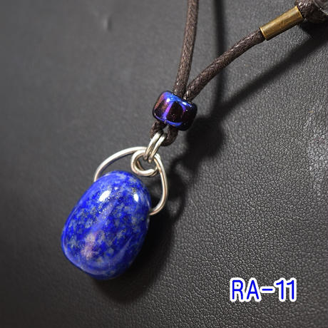 「ラピスラズリ・タンブルペンダント」鮮やかなブルーを胸元に♪伸縮自在で使い勝手もGOOD♪
