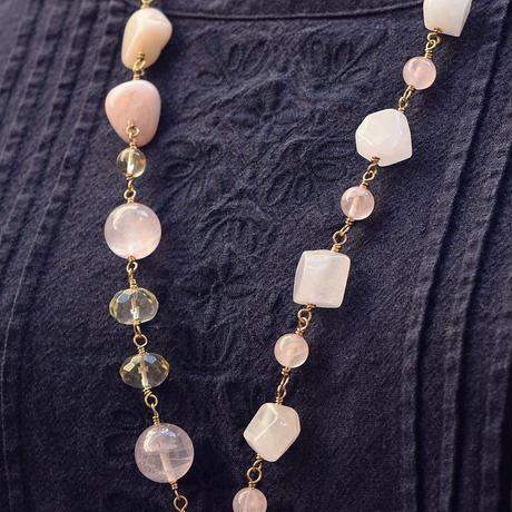 「春色の大粒天然石のフリンジネックレス」胸元から花がこぼれるみたいなネックレス♪[RA03]