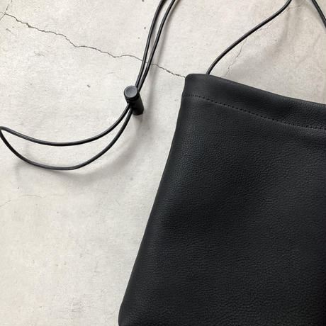 ERA. / BUBBLE CALF H SHOULDER BAG / col.ブラック