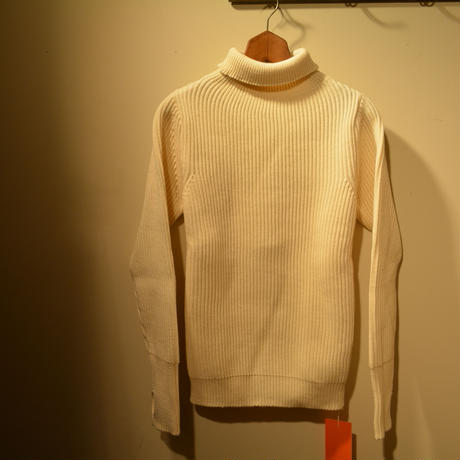 ANDERSEN-ANDERSEN   THE NAVY TURTLE NECK ‐off white‐