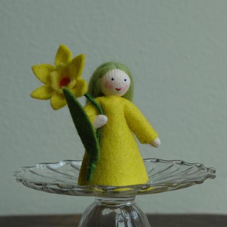 アンブロシウス  水仙の妖精(手に花)