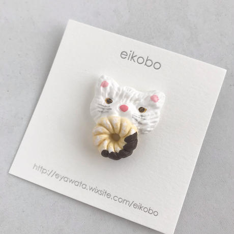 eikobo     brooch