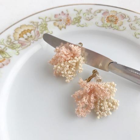 oyasumi   BEADS CROCHET イヤリング / ピンク × きなり