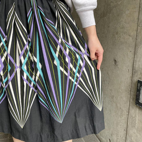 1950〜60'S  VINTAGE 幾何学柄サーキュラースカート[9990]