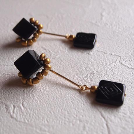 Black cube_01