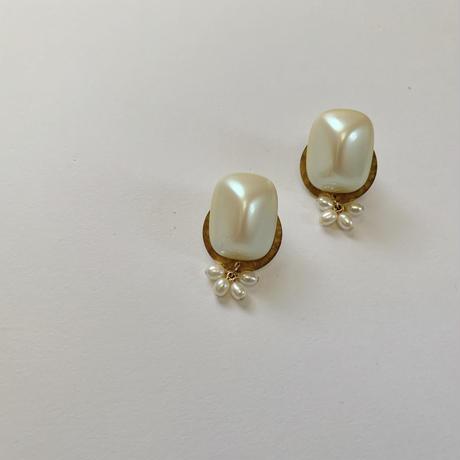 vintage  pearly DECO pierce / earring