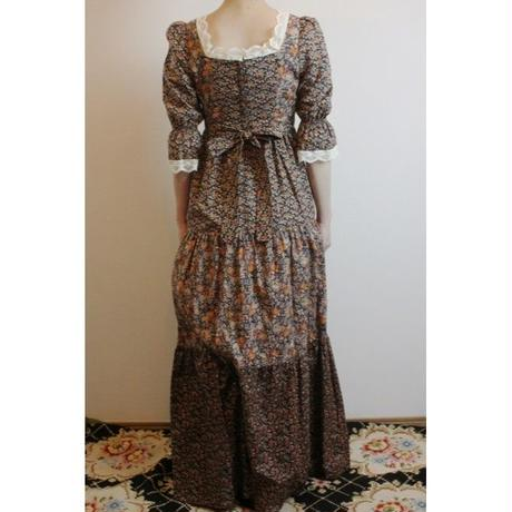 D283 1970s Floral Print Lacy Neck Maxi Dress