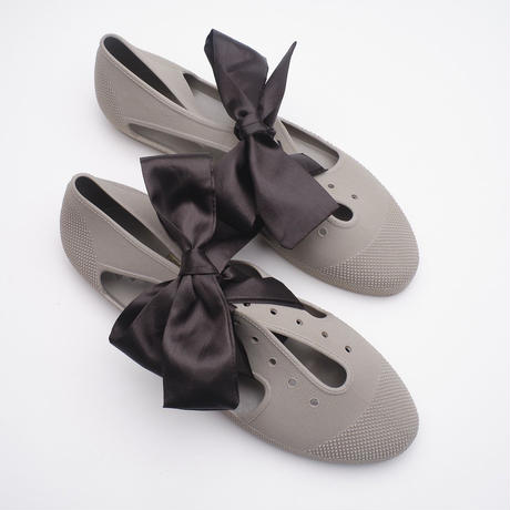 K106   TAUPE Bathing Shoes