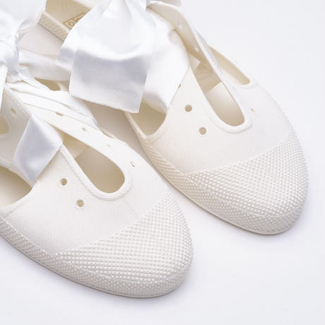 K106 WHITE  Bathing Shoes