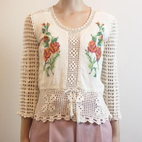 T231 1970s Crochet Top