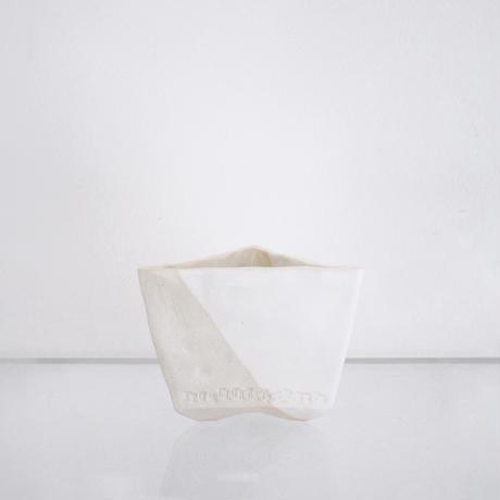 乳白マット釉掛分三角鉢 - 大貫弘由岐