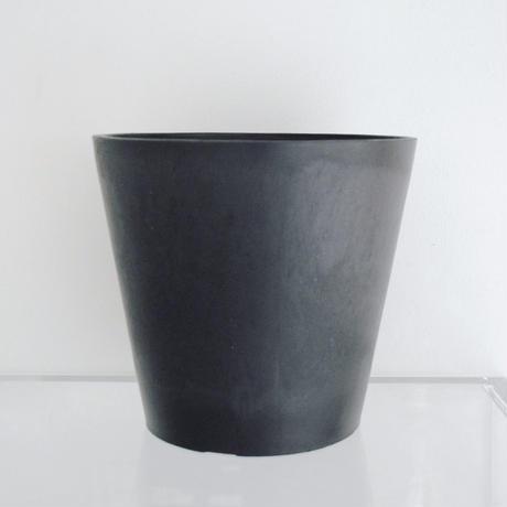 plastic pot XL / Black
