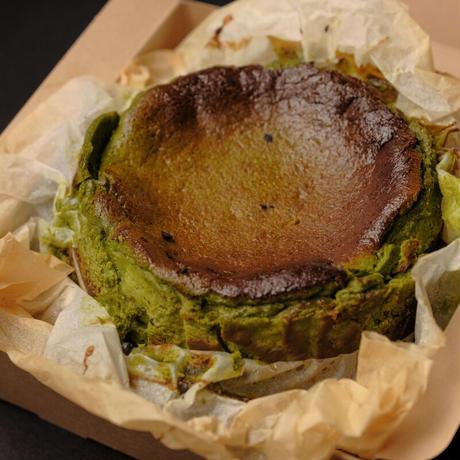 深み抹茶のバスクチーズケーキ
