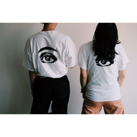 Almond eye T-shirt