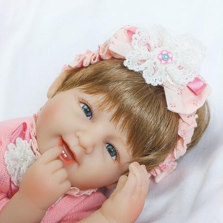 ce193463521bf ... リボーンドール リアル赤ちゃん人形 小さめ40cm かわいいベビー人形 ハンドメイド海外ドール 衣装とおしゃぶり
