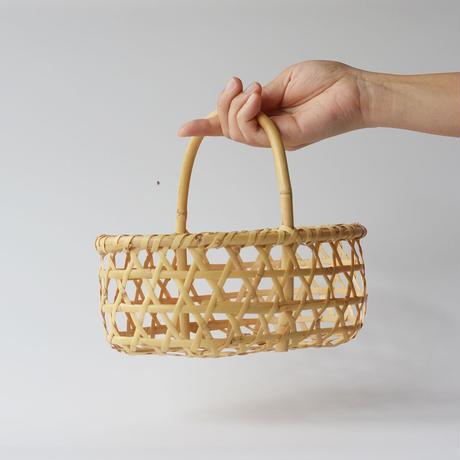 青森の小ぶりな竹かご