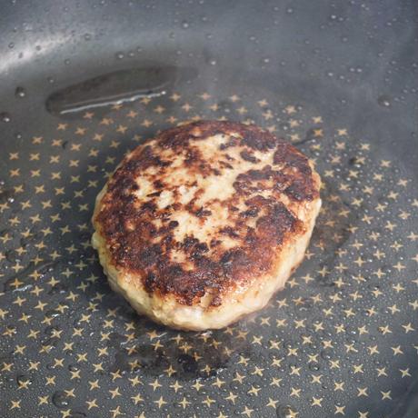 [冷凍] チーズin合挽あらびきハンバーグ
