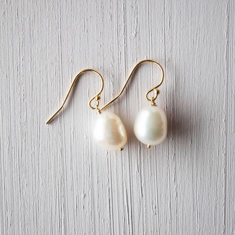 【14kgf】バロックパールの一粒ピアス/Freshwater Pearl earrings