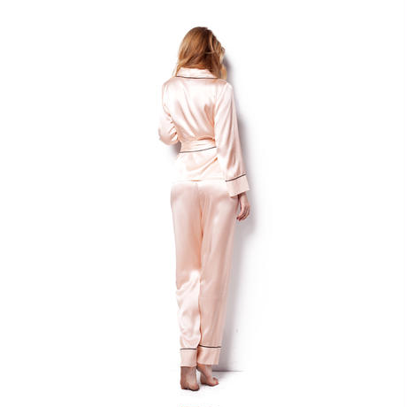 シルクパジャマ上下セット ピンク色