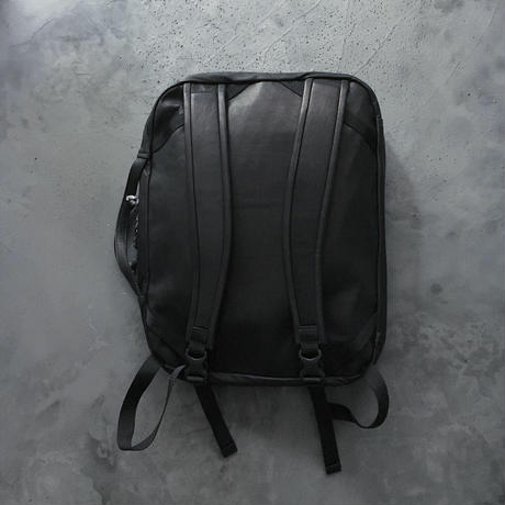 OUT LEATHER MISSION PACK