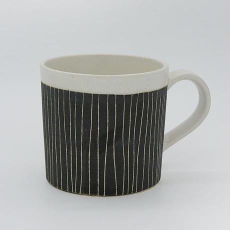 【M010bk】パンとごはんと...  掻き落としの陶器 MUG CUP black
