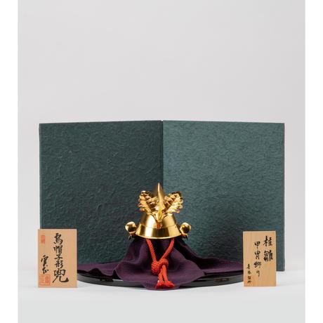 柏葉前立 烏帽子形兜 落水柄手漉き和紙二曲屏風飾り