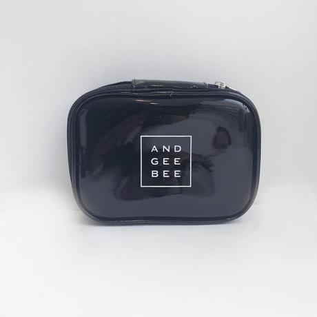 <ANDGEEBEE>ボックスロゴエナメルポーチ AG191BC01