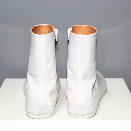 Maison Margiela / Tabi painted leather boots