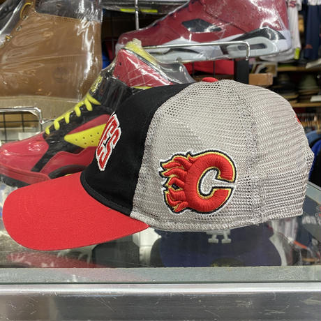 Reebok リーボック Flames カルガリー フレームス NHL メッシュ スナップバックキャップ
