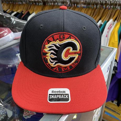 Reebok リーボック Flames カルガリー フレームス NHL スナップバックキャップ 黒 赤