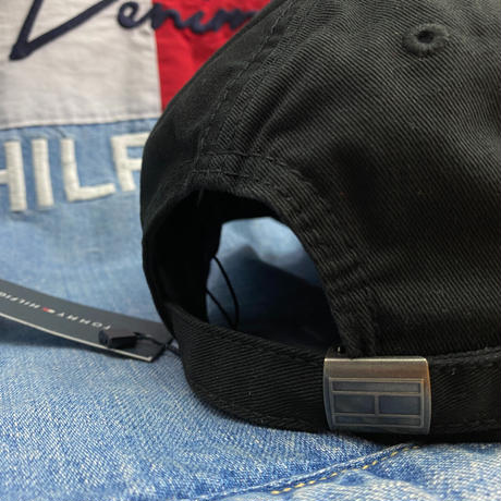 トミーヒルフィガー TommyHilfiger 黒 1985 ストラップバック キャップ 帽子 ローキャップ 刺繍ロゴ フラッグデザイン サイズ調節可