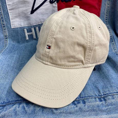 トミーヒルフィガー TOMMY HILFIGER ストラップバック ダッドキャップ 帽子 ローキャップ ベージュ Berge マイクロフラッグロゴ