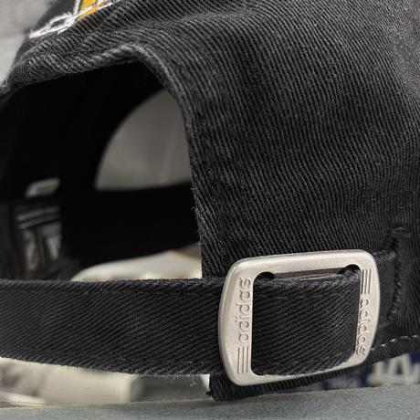 Adidas アディダス NHL ピッツバーグ ペンギンズ 白/黒/黄 ストラップバックキャップ ホッケースティック柄
