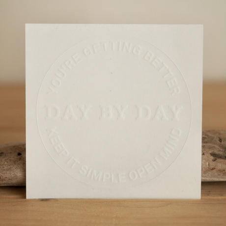 DAY BY DAYステッカー WHITE