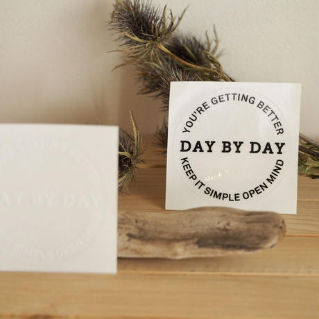 DAY BY DAYステッカー BLACK&WHITE