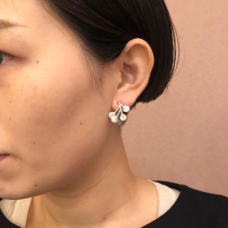 satela 丸い葉っぱの ピアス・イヤリング P-MAH-01B