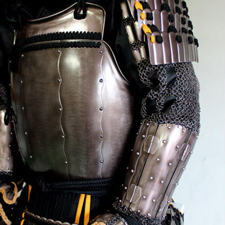 【O-070】●置手拭兜黒糸威縦矧二枚胴具足